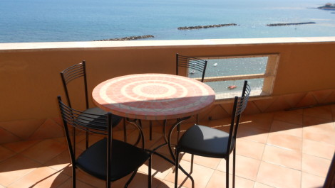 Santa Marinella. For rent, Mediterranean water front a truly exclusive apartment.