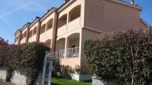 Santa Marinella – Appartamento semi-indipendente con giardino