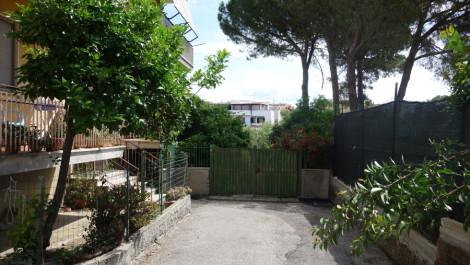 Santa Marinella – Piano terra con ampio giardino