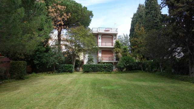 Santa Marinella – Stupenda villa con parco privato